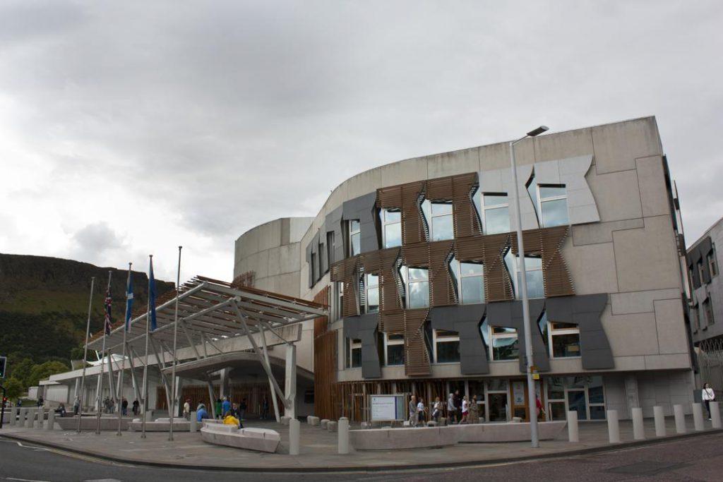 5 scatti il nostro itinerario essenziale di un giorno a for Dove ha sede il parlamento